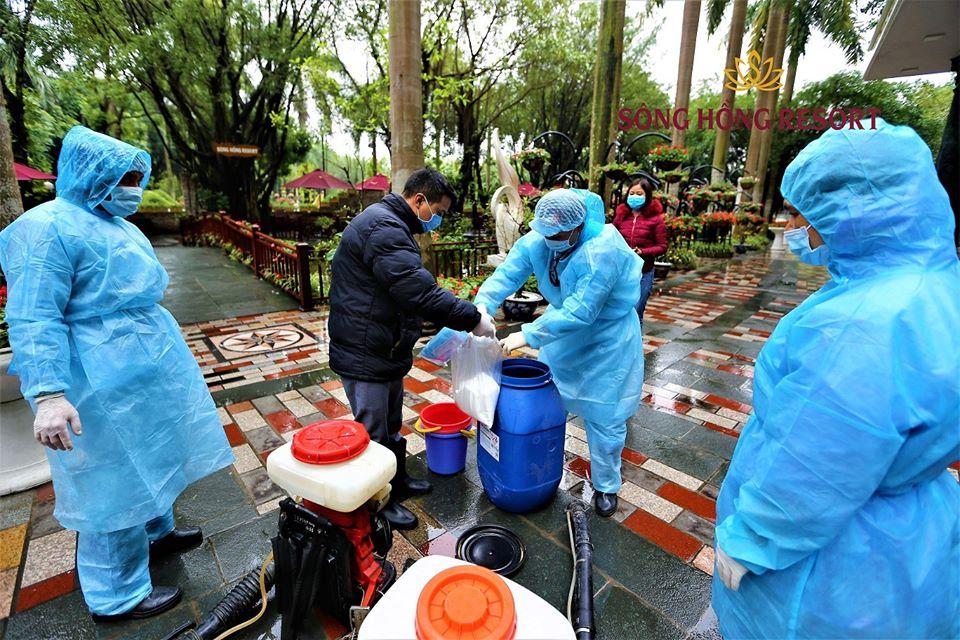 Sông Hồng resort phun thuốc khử trùng phòng virut Corona